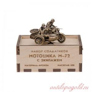 Модель мотоцикла М-72 с экипажем