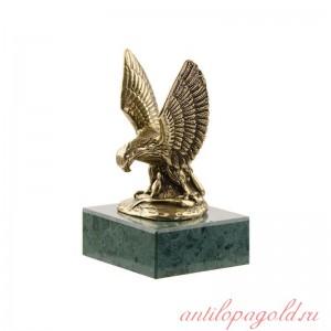 Статуэтка Орел. Средний на камне