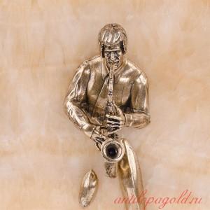 Картина-панно Саксофонист на природном камне оникс