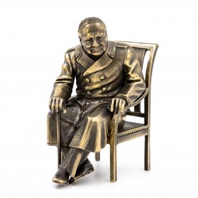 Черчилль на стуле