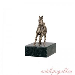 Статуэтка Конь на подставке