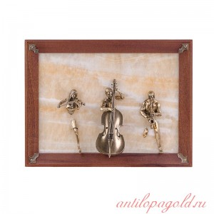 Картина Трио: скрипачка, контрабасист, саксофонист на ониксе