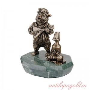Композиция Медведь с водкой на подставке