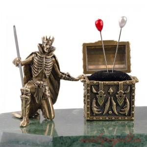 Композиция Кощей Бессмертный с Бабой Ягой и сундуком