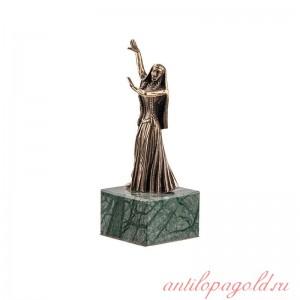 Статуэтка Горянка в танце. Большая на камне