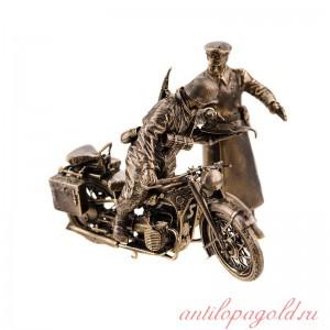 Модель немецкого тяжелого мотоцикла БМВ Р-12 с водителем и офицером(М 1:35)