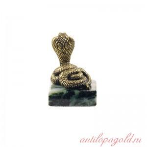 Статуэтка Змея на камне