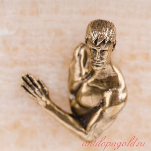 Картина-панно из камня оникс Обнаженный парень