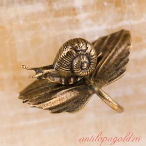 Картина из оникса Лягушка