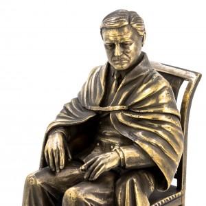 Рузвельт на стуле