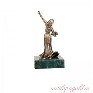 Статуэтка Кавказская горянка на камне