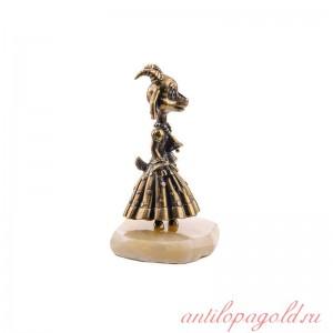 Статуэтка Коза на подставке