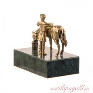 Статуэтка Горец и лошадь на камне
