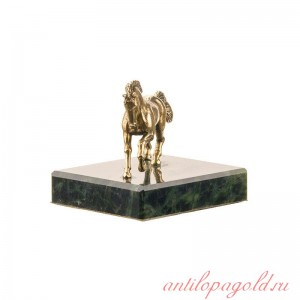 Статуэтка Конь. Средний на камне