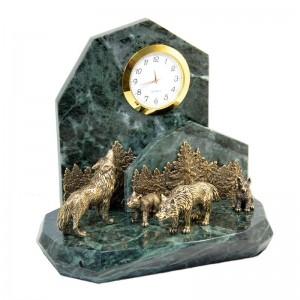 Подарочные часы Волки