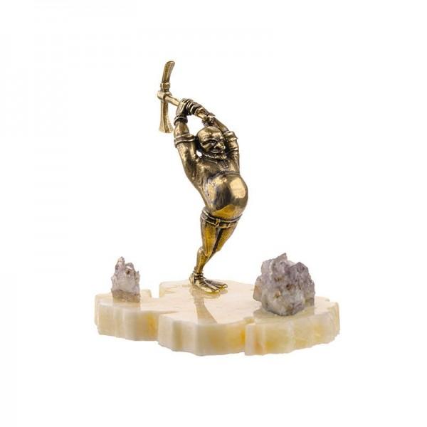 Статуэтка Гном на камне