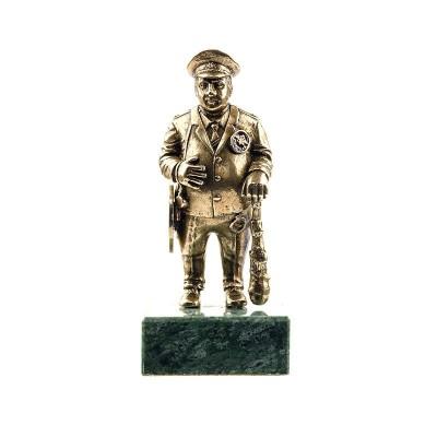 Статуэтка Полицейский на камне