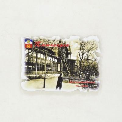 Сувенирный пластиковый магнит Джентельмен у Лермонтовской галереи