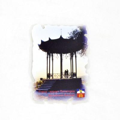 Сувенирный пластиковый магнит Пятигорск. Китайская беседка
